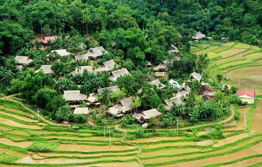 Pu Luong nằm giữa các ruộng bậc thang